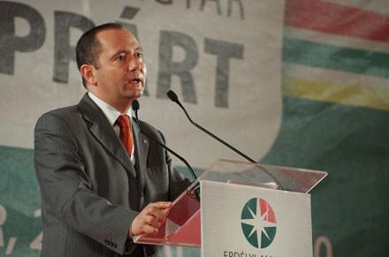 EMNP-kongresszus: Újraválasztották pártelnökké Szilágyi Zsoltot