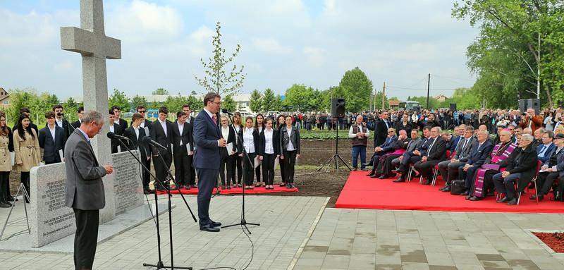 Felavatták a Duna menti svábok járeki emlékművét