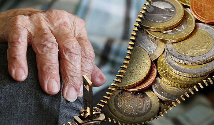A nyugdíjasok a nyugdíj korábbi szintre való visszaállítását kérik Vučićtól