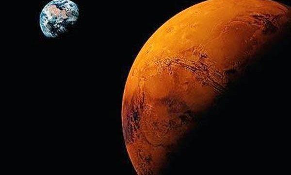Furcsa mélyedés látható a Marson