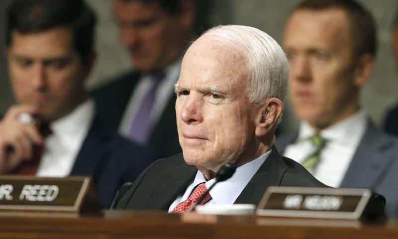 USA: John McCain műtétje miatt elhalasztják a szavazást az egészségbiztosítási törvényről