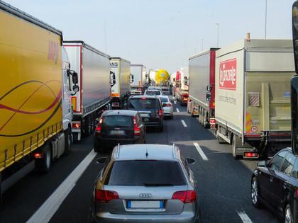 Több európai országban kilométeres forgalmi dugók alakultak ki