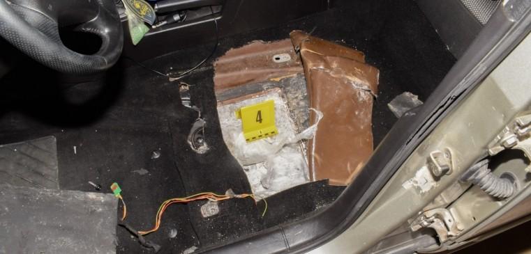 Több mint harminc kiló marihuánát találtak egy autóban Röszkénél