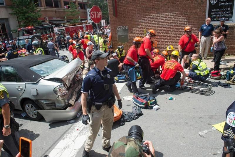Egyesült Államok, Charlottesville: Rendkívüli állapot egy szélsőjobboldali rendezvényen kitört erőszak miatt