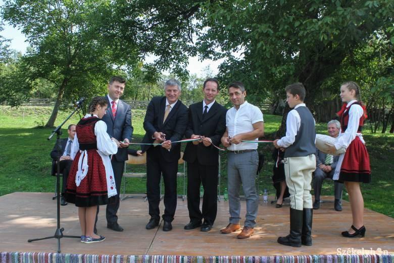 Felavatták a Hagyományos Székely Jövő Központot Csehétfalván