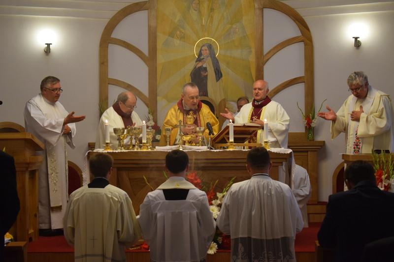 Felszentelték a Lisieux-i Kis Szent Teréz emléktemplomot Zentán