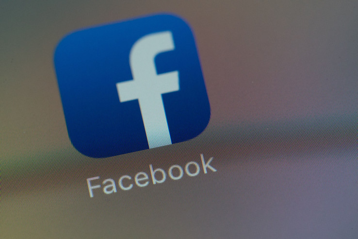 Elege lett a Facebooknak: Büntetni fogja az álhírek terjesztőit
