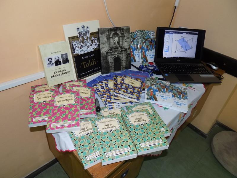 Magyarkanizsa: Az Ady iskolába is került a Magyar Nemzeti Tanács könyvcsomagjaiból