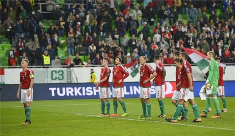 A magyar játékosok. Nem számíthattak a közönég elismerésére.