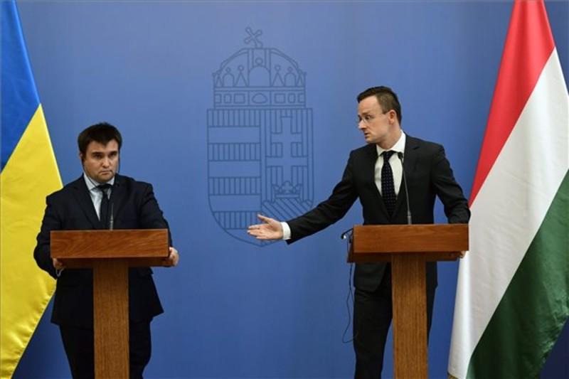 Szijjártó Péter külgazdasági és külügyminiszter (jobbról) és Pavlo Klimkin ukrán külügyminiszter a találkozójukat követően tartott sajtótájékoztatón a Külgazdasági és Külügyminisztériumban.