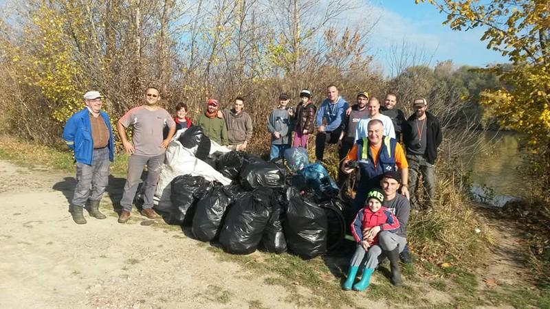 Magyarkanizsa: Környezetvédelmi akciót szerveztek a horgászok a Tiszán