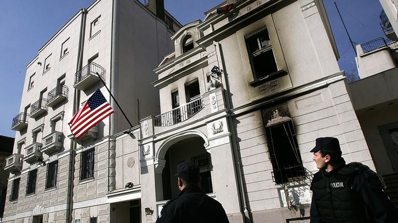 Felfüggesztettet kaptak az amerikai nagykövetség felgyújtásáért, három személyt felmentettek