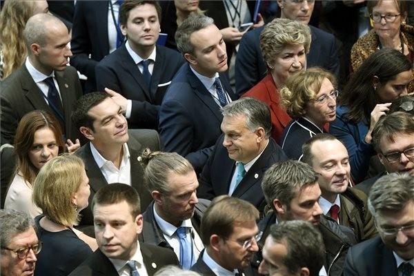 EU-csúcs: Aláírták a szociális jogok európai pillérét létrehozó nyilatkozatot