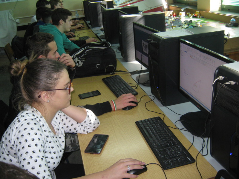 Előadás a magyarkanizsai középiskolában: Hogyan él ma egy programozó Szerbiában?