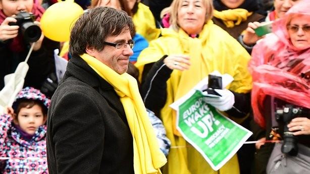Katalán választás: Tízezrek tüntetnek Katalónia függetlenségéért a belga fővárosban
