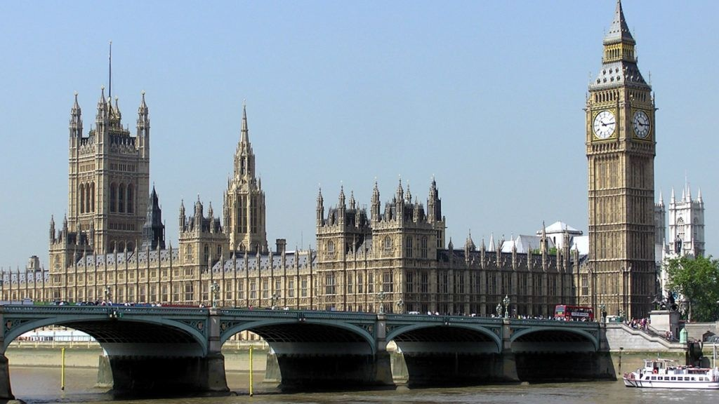 Naponta 160 alakalommal próbálnak pornót nézni a brit parlamentben