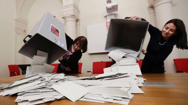 Nem sikerült megválasztani az új cseh államfőt, Zeman és Drahos jutott a második fordulóba