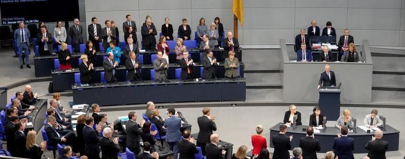 Bundestag: Heves vita után döntöttek a német-francia barátsági szerződés megerősítéséről