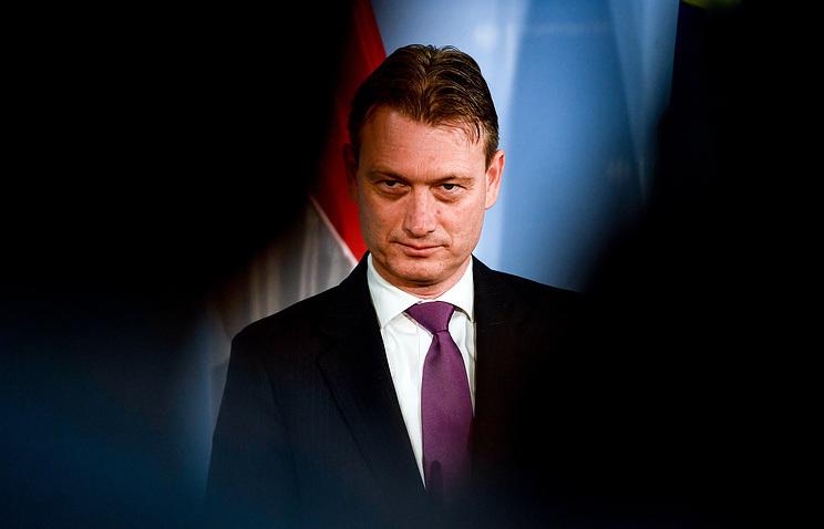 Lemondott a holland külügyminiszter, miután beismerte, hogy hazudott