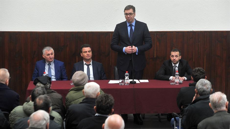 Vučić Gvozdban a helyi szerbek képviselőivel