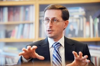 Varga: Megkezdődött az egészségügy felzárkóztatása