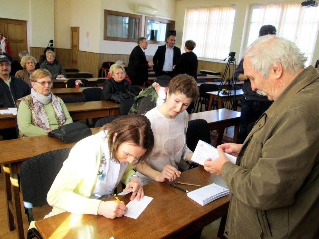 Topolya: Megkezdték a nyugdíjaskártyák kiosztását