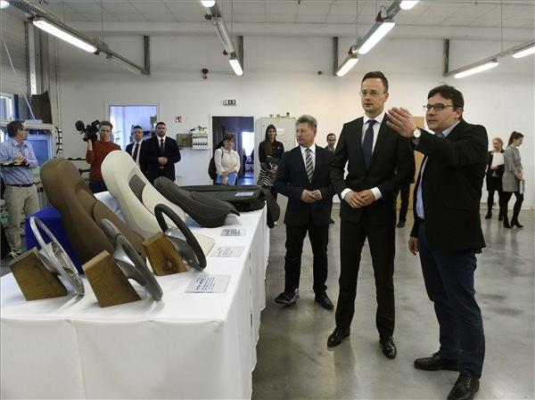 Szijjártó: A magyar gazdaság teljesítménye a magyar emberek munkájának eredménye