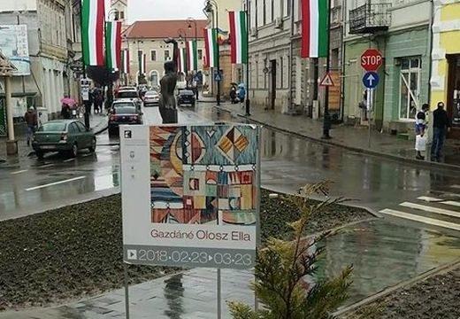 Március 15.: Magyar nemzeti színekkel díszítették ki Sepsiszentgyörgyöt, a prefektus kifogásolta
